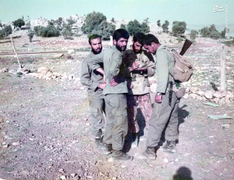 از راست: حسین اسکندرلو، شهید محمدرضا کارور، شهید عباس کریمی قهرودی، ناشناس