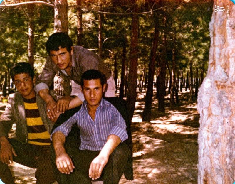 حسین اسکندرلو(نشسته، نفر اول از چپ)