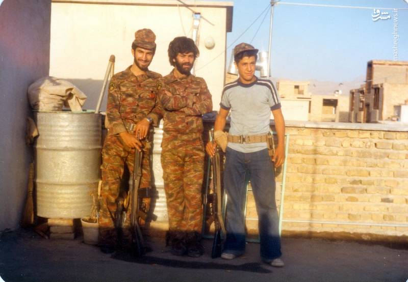 شهید «حسین اسکندرلو»(نفر اول از راست)