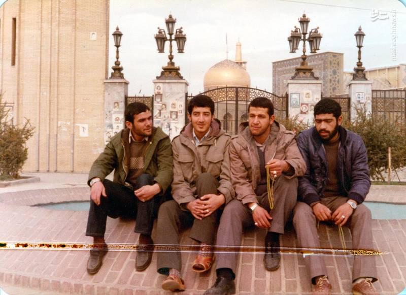 شهید «حاج حسین اسکندرلو»(نفر دوم از راست)