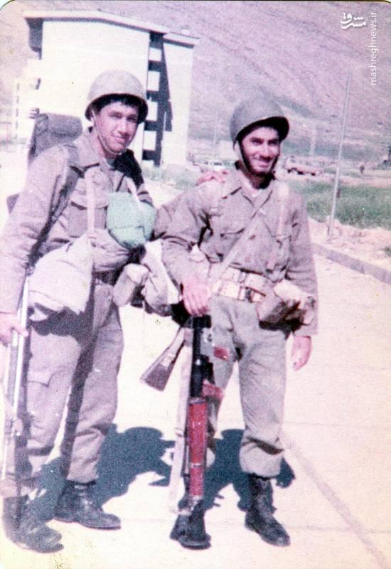 شهید «حسین اسکندرلو»(نفر سمت چپ)