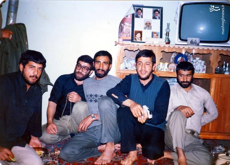 از راست:ناشناس، شهید «حاج حسین اسکندرلو»، شهید «بهمن نجفی»، «فتح الله نجف آبادی»، شهید «حمید آرونی»