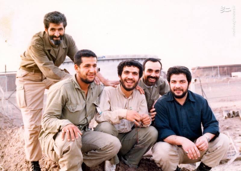 شهید «حاج حسین اسکندرلو»(نشسته، نفر اول از چپ)