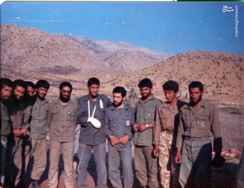شهید «حاج حسین اسکندرلو»(با دست مجروح)