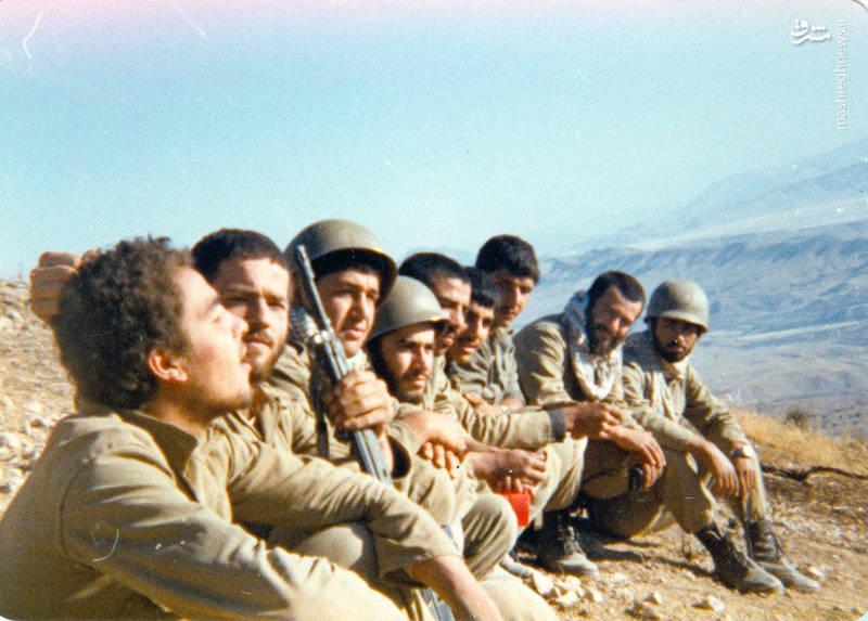 شهید «حسین اسکندرلو»(نفر سوم از چپ)