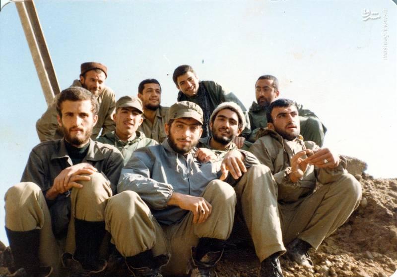 شهید «حاج حسین اسکندرلو»در جمع همرزمان