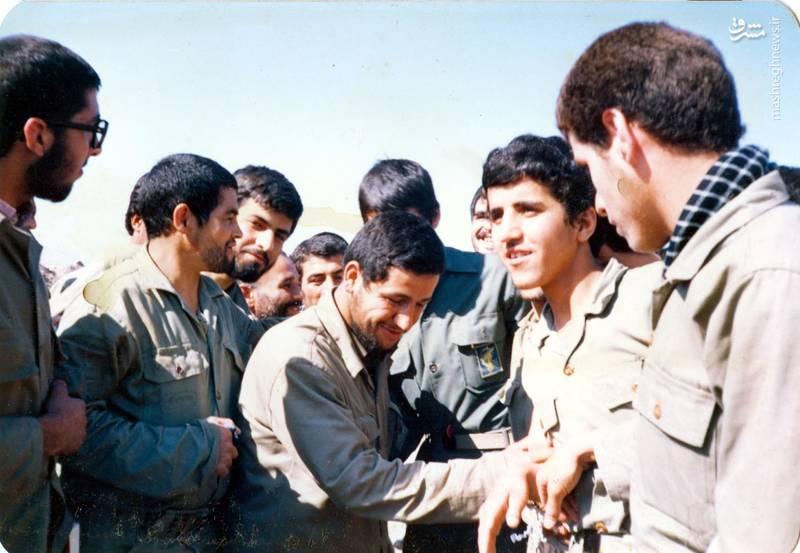 شهید «حاج حسین اسکندرلو» در جمع همرزمان