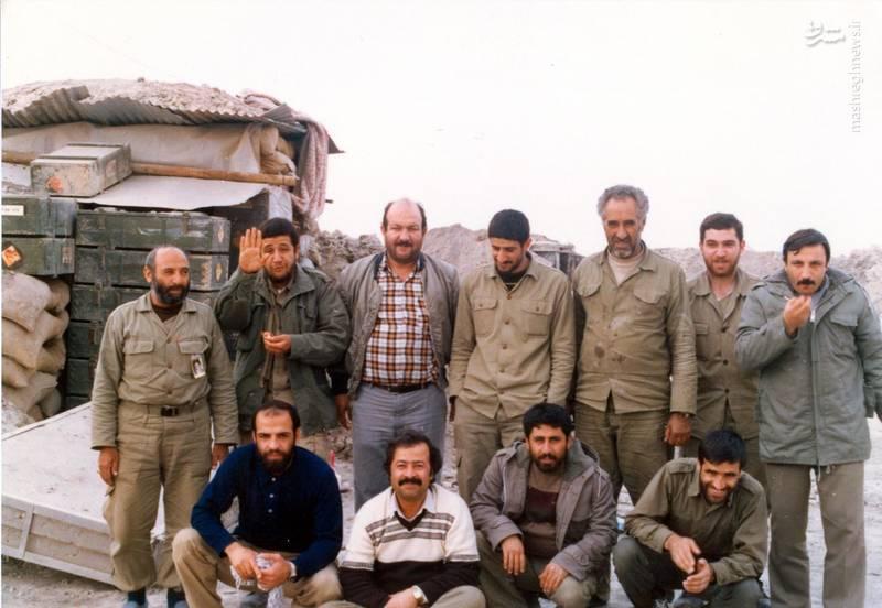 شهید «حاج حسین اسکندرلو» (ایستاده، نفر دوم از چپ)