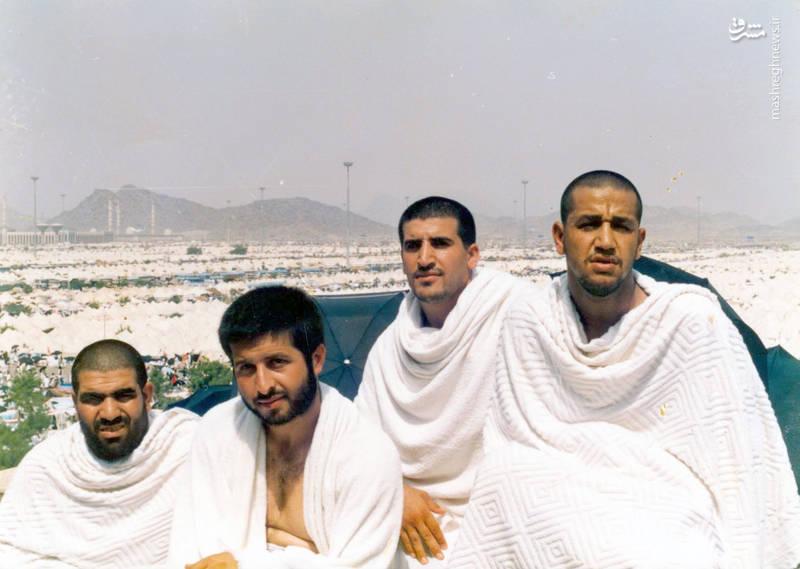 شهید «حاج حسین اسکندرلو» (نفر اول از راست)- صحرای عرفات