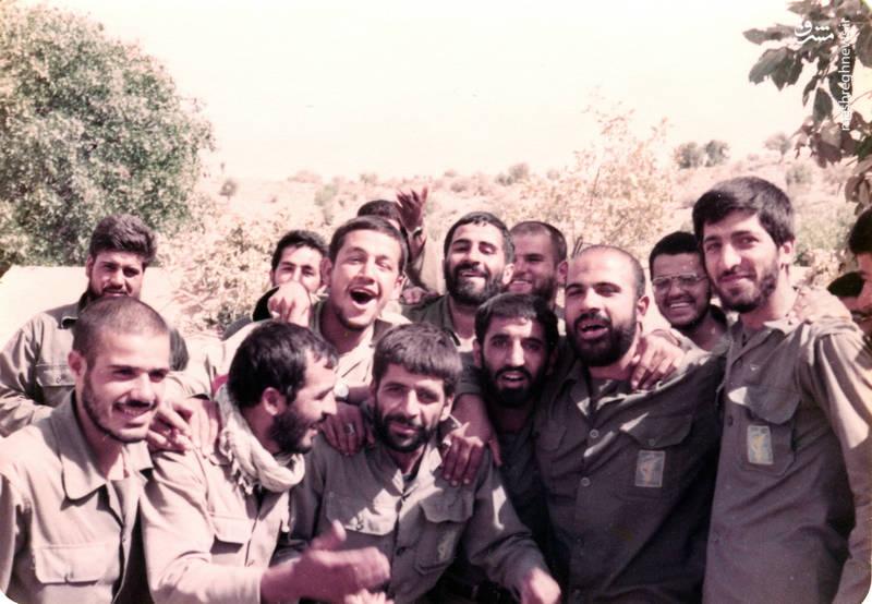 شهید «حاج حسین اسکندرلو» درکنار شهیدن عباس کریمی، حسین راحت، حمزه قلی نیا نوایی و علی اصغر رنجبران