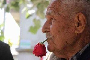 اعتیاد عجیب پیرمرد ترکیه ای+عکس