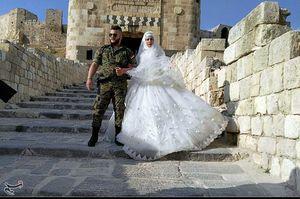 جشن عروسی سربازان سوری مقابل قلعه تاریخی حلب