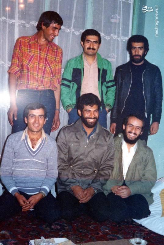 احمد بابایی(نشسه، نفر اول از راست)، شهید بهمن نجفی(ایستاده، نفر ول از چپ)، شهید سید ولی جناب(نشسته، نفر وسط)