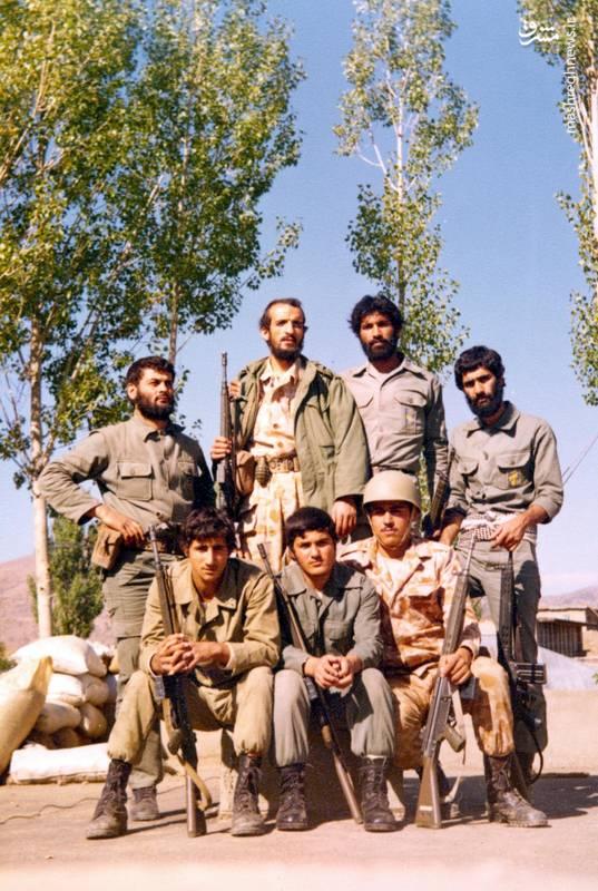 احمد بابایی(ایستاده، نفر دوم از چپ)، شهید علی اکبر حاجی پورامیر(ایستاده، نفر اول از چپ)، شهید سید ولی جناب(ایستاده، نفر دوم از راست)
