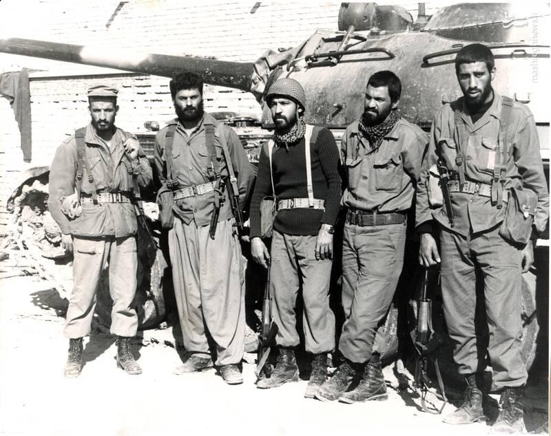 از راست: شهید بهمن نجفی، شهید احمد غلامی، تقی محقق، شهید علی اکبر حاجی پورامیر، شهید احمد بابایی