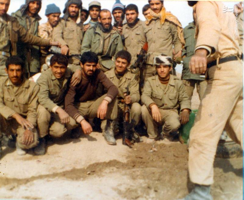 شهید احمد بابایی، در جمع بسیجیان تحت امرش