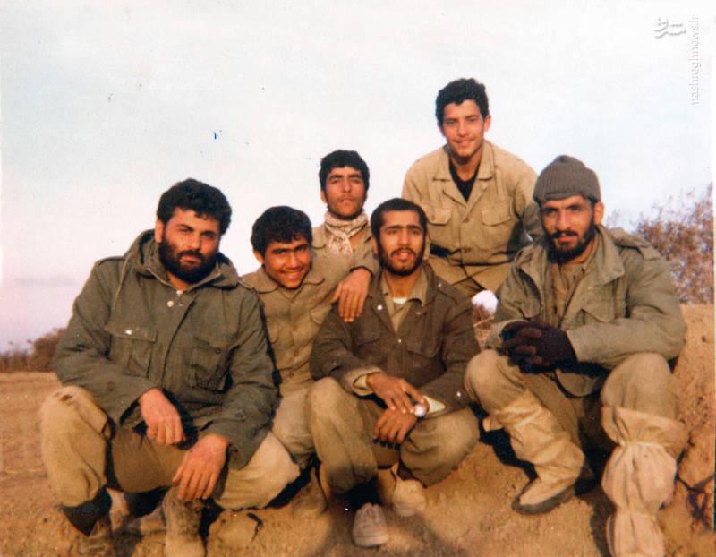 شهید احمد بابایی(نفر اول از راست)، شهید علی اکبر حاجی پورامیر(نفر اول از چپ)