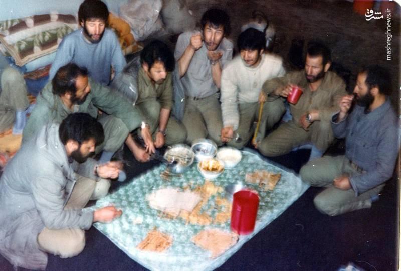 شهید احمد بابایی(نفر دوم از چپ)، شهید علی اکبر حاجی پورامیر(نفر اول از چپ)