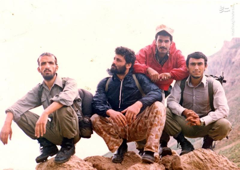 شهید احمد بابایی(نفر دوم از راست)، شهید علی اکبر حاجی پورامیر(با شلوار پلنگی)