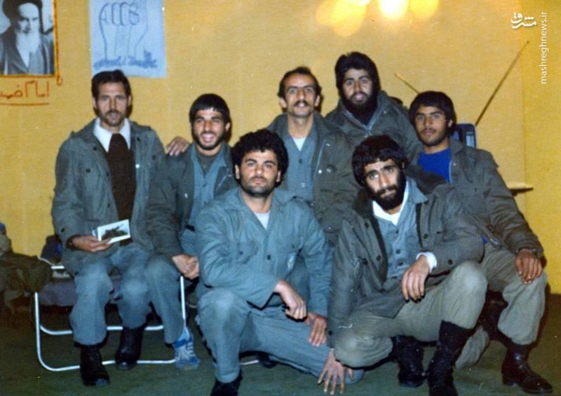 شهید احمد بابایی(ردیف عقب، نفر وسط)، شهید علی اکبر حاجی پورامیر(ردیف جلو، نفر سمت چپ)