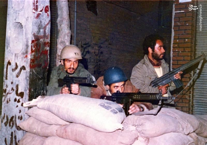 احمد بابایی(نفر اول از چپ)، نخستین روزهای پیروزی انقلاب اسلامی در کمیته های انقلاب