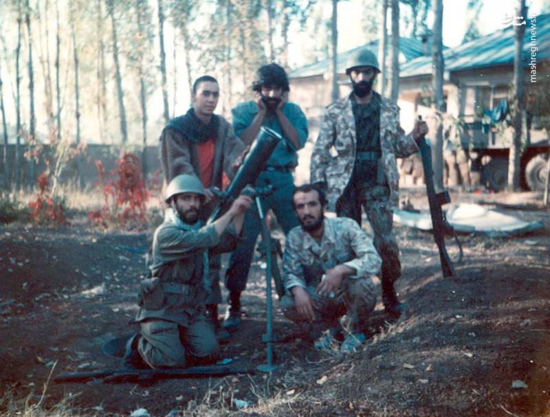 شهید احمد بابایی(نشسته، نفر سمت راست)