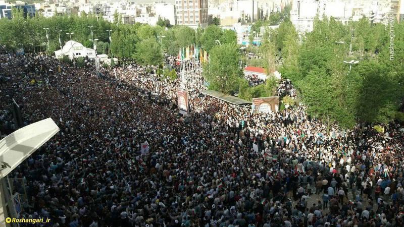 عکس/ حیاط مصلای تهران هم مملو از حامیان رییسی شد