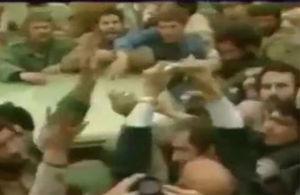 فیلم/ لحظه رای دادن امام خمینی(ره) از داخل خودرو
