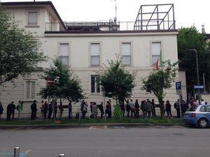 عکس/ صف طولانی رأیگیری در میلان