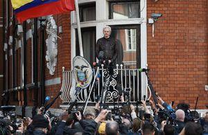 جولیان آسانژ در آستانه آزادی و در معرض بازداشت / آیا انگلیس یا سوئد به او اماننامه میدهند؟ + تصاویر و فیلم