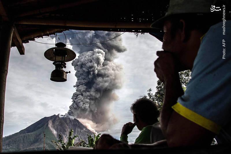 چشم انداز فعالیت آتشفشان سینابونگ از سوماترا