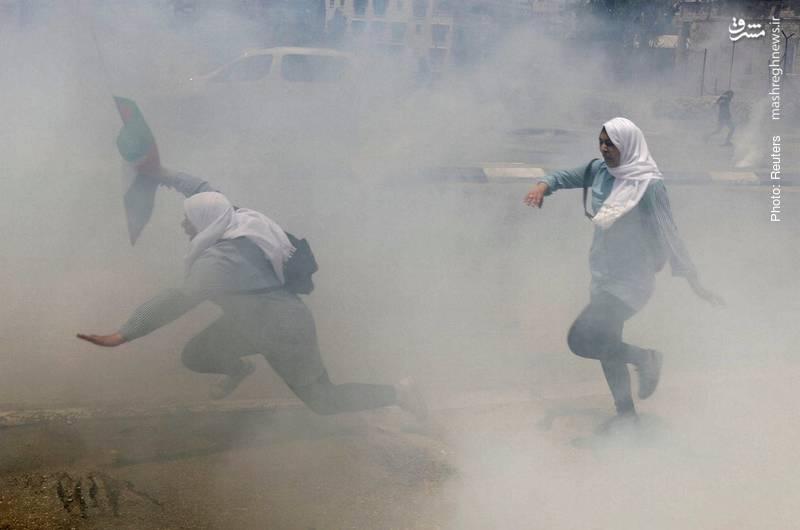 حمله به دختران دانشآموز فلسطینی با گاز اشکآور از سوی سربازان رژیم صهیونیستی در روز نکبت