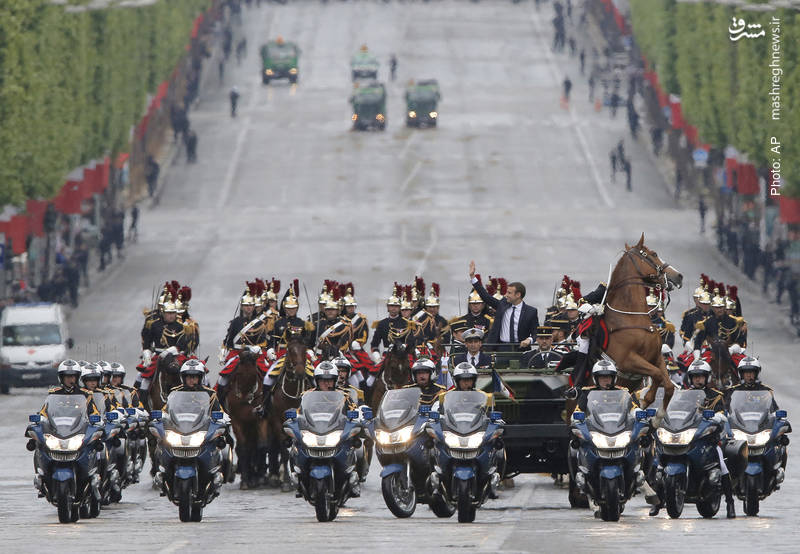 دور افتخار مَکرون، رئیسجمهور جدید فرانسه در پاریس