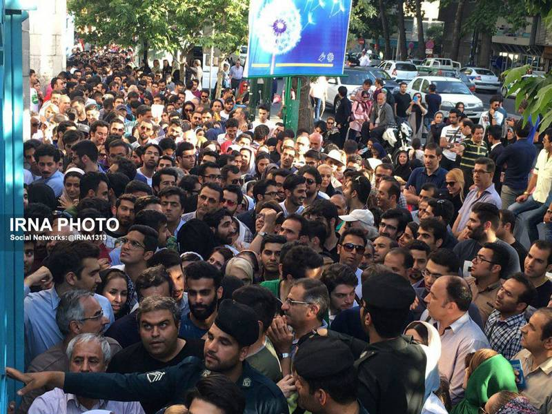 صف های واقعاً شلوغ رأیدهی در انتخابات ریاستجمهوری ایران
