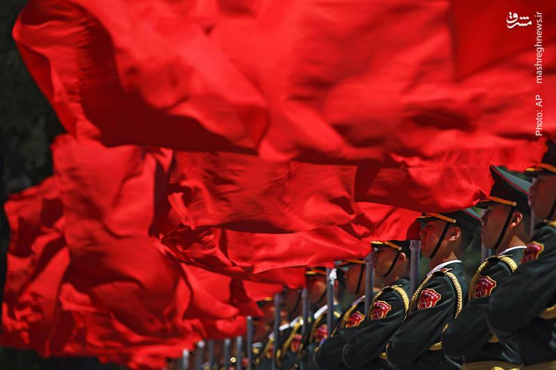 گارد تشریفات چین در استقبال از نخستوزیر مجارستان شمالی