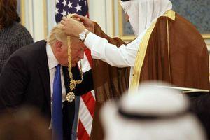 فیلم/ مدال آلسعود برای ترامپ