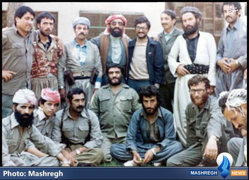 شهید محمد بروجردی(نشسته، نفر دوم از راست)