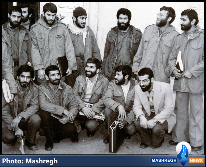 شهید محمد بروجردی(ایستاده، نفر دوم از راست)