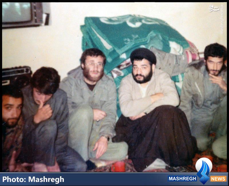 شهید محمد بروجردی(نفر سوم از راست)،شهید «محمود کاوه»(نفر دوم از چپ)
