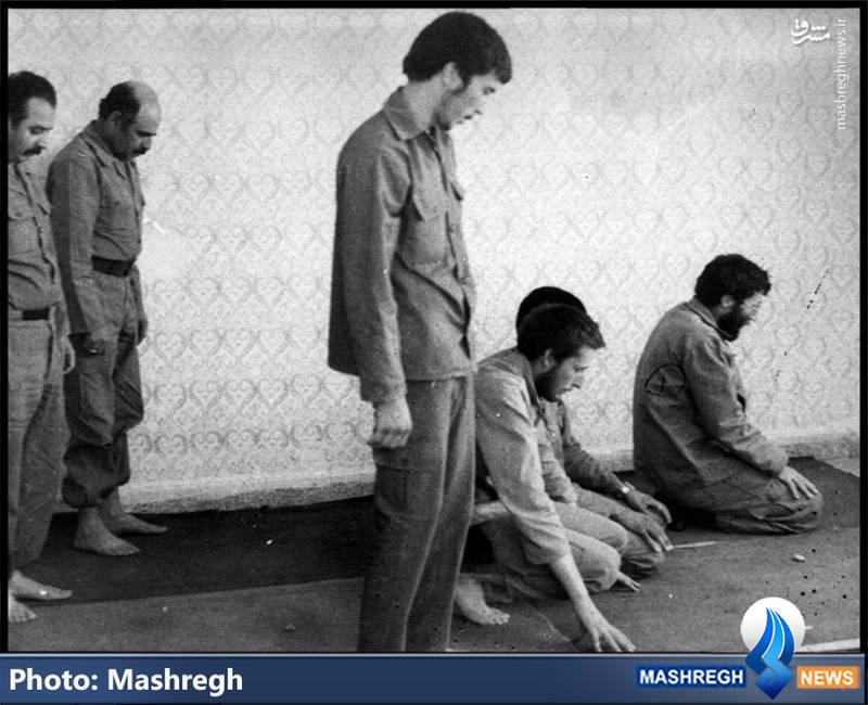 شهید محمد بروجردی(نفر اول از راست- امامت نماز)، شهید «محمدعلی گنجی زاده»(نفر نیم خیز)، شهید «محمود کاوه»(پاسدارِ ایستاده)