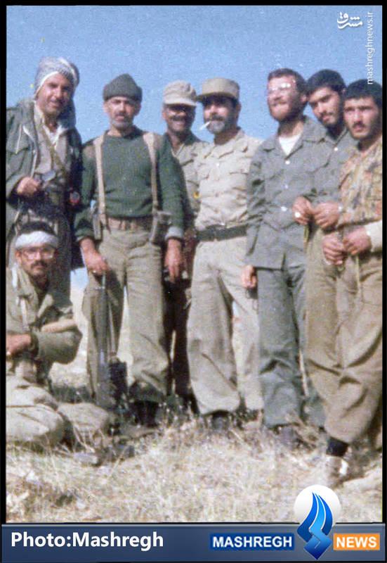 شهید محمد بروجردی(نفر سوم از راست) و شهید «حسن آبشناسان»(با کلاه پشمی)