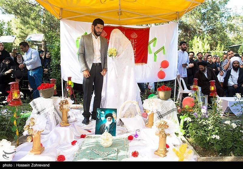 مراسم جشن عقد در جوار شهدای گمنام