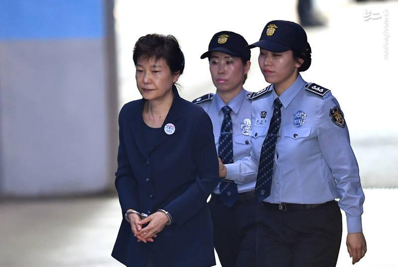 حضور پارک گئون های، رئیسجمهور پیشین کره جنوبی به عنوان متهم در دادگاه مرکزی شهر سئول