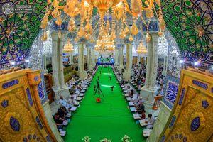 عکس/ جزء خوانی قرآن کریم در حرم حضرت علی(ع)