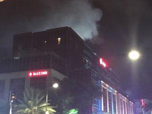 فیلم/ لحظه فرار مردم در حمله به هتلی در مانیل
