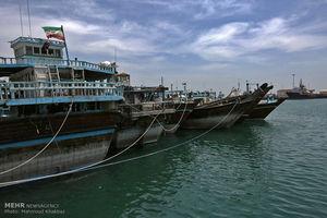 نجات جان ۵ صیاد گرفتار در آب های دریای عمان