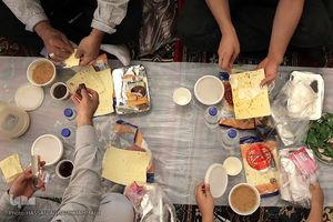 عکس/ سفره افطار حرم حضرت عبدالعظیم حسنی(ع)