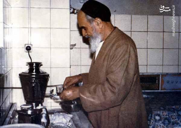 منبع: موسسه تنظیم و نشر آثار امام خمینی (ره)