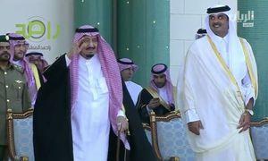 فیلم/ رقص شمشیر پادشاه عربستان در قطر