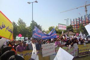 تجمع معلمان قراردادی و حقالتدریس مقابل مجلس